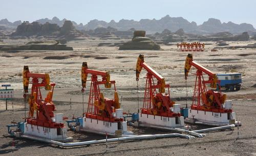 """新疆油田连续五年油气生产实现""""双超"""""""